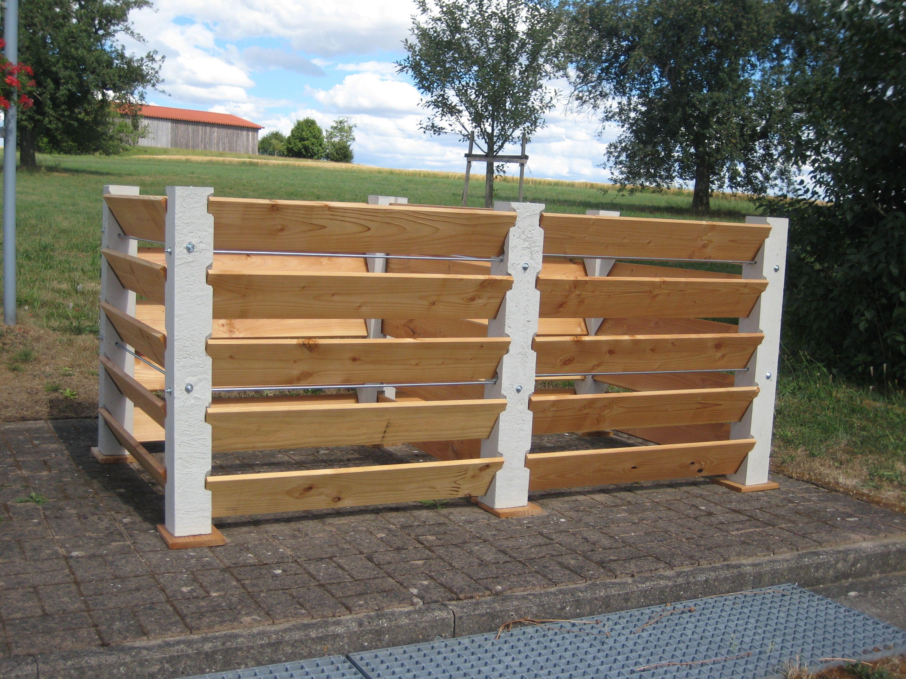 Die Kompostsilos Haben Einen Sehr Stabilen Aufbau Durch Aus Beton Gegossene  Pfeiler (ca.11x11