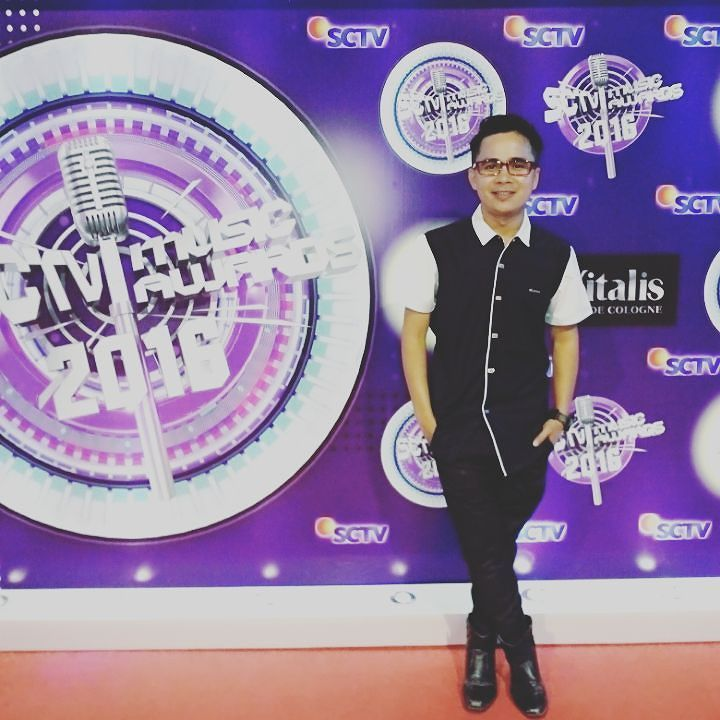 Red Carpet SCTV musik Award 2016 #likeforlike #like4like #sctvmusicawards #istagram #producer #singersongwriter #singer by megibievo https://www.instagram.com/p/BExThR4F0Ge/ #jonnyexistence #music
