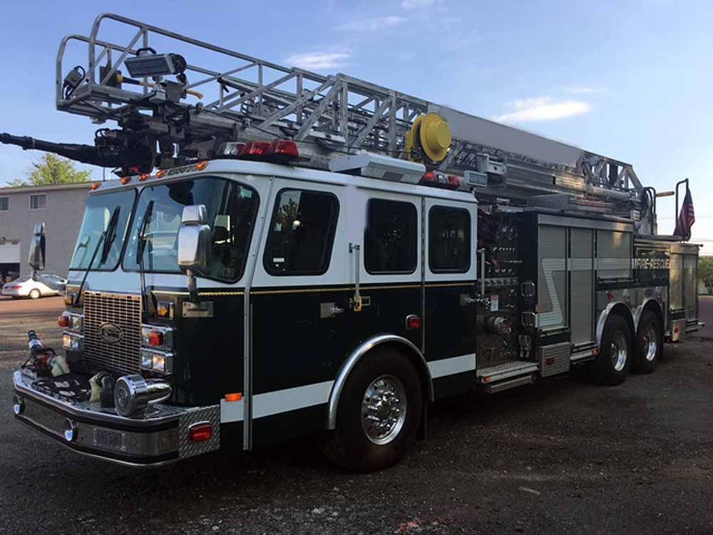 2001 e one 100ft quint ladder buy used fire trucks. Black Bedroom Furniture Sets. Home Design Ideas