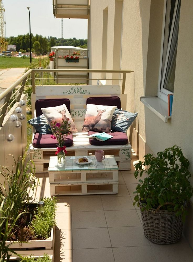 Build Balcony Sofa: Tips and DIY ideas for a sofa made of pallets Check more at https://Furni...