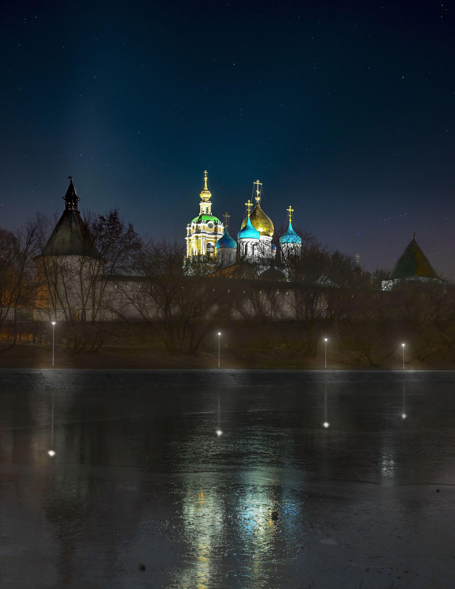 Christmas night .. Novospassky monastery is a