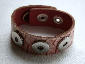 Armband mit Schlangenhautprägung