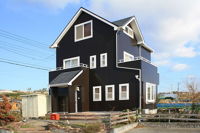 戸建て 外壁 のリフォーム施工事例 ダークブラウンの家 リフォーム