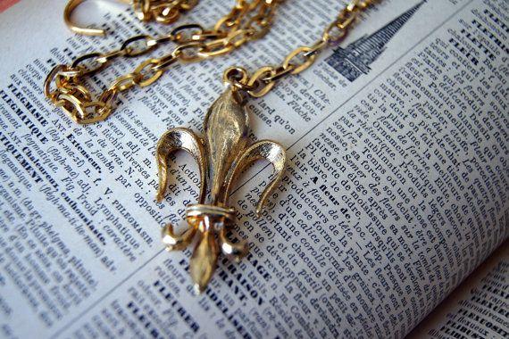 Vintage Fleur de Lis Lariat Necklace