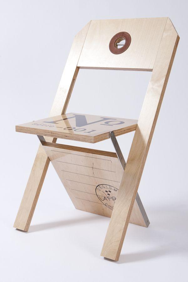 La chaise tiquette de Flix Guyon Folding chairs Woods and Plywood