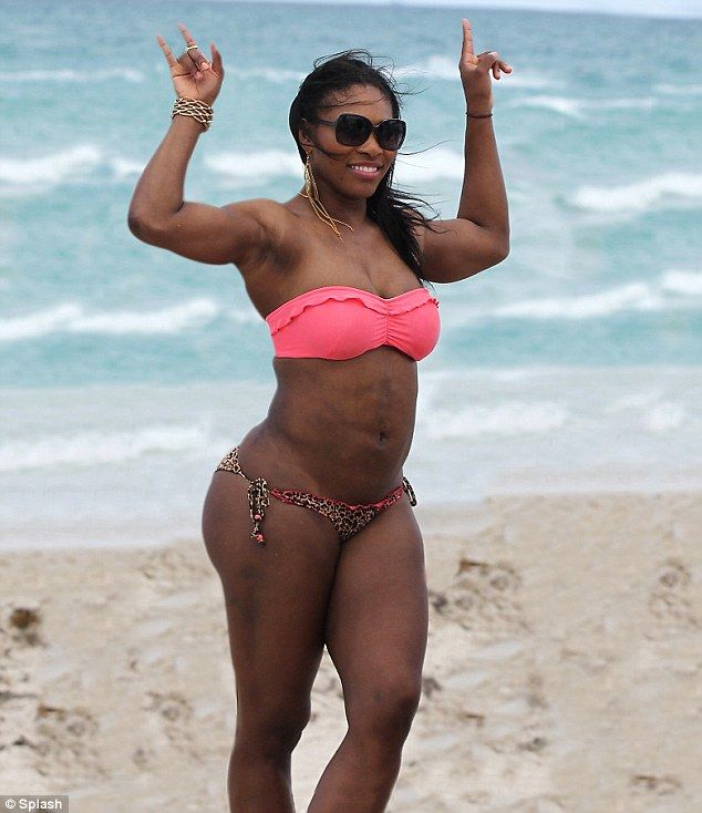 Curvy tennis star Serena Williams gets her beach wiggle on... but ...