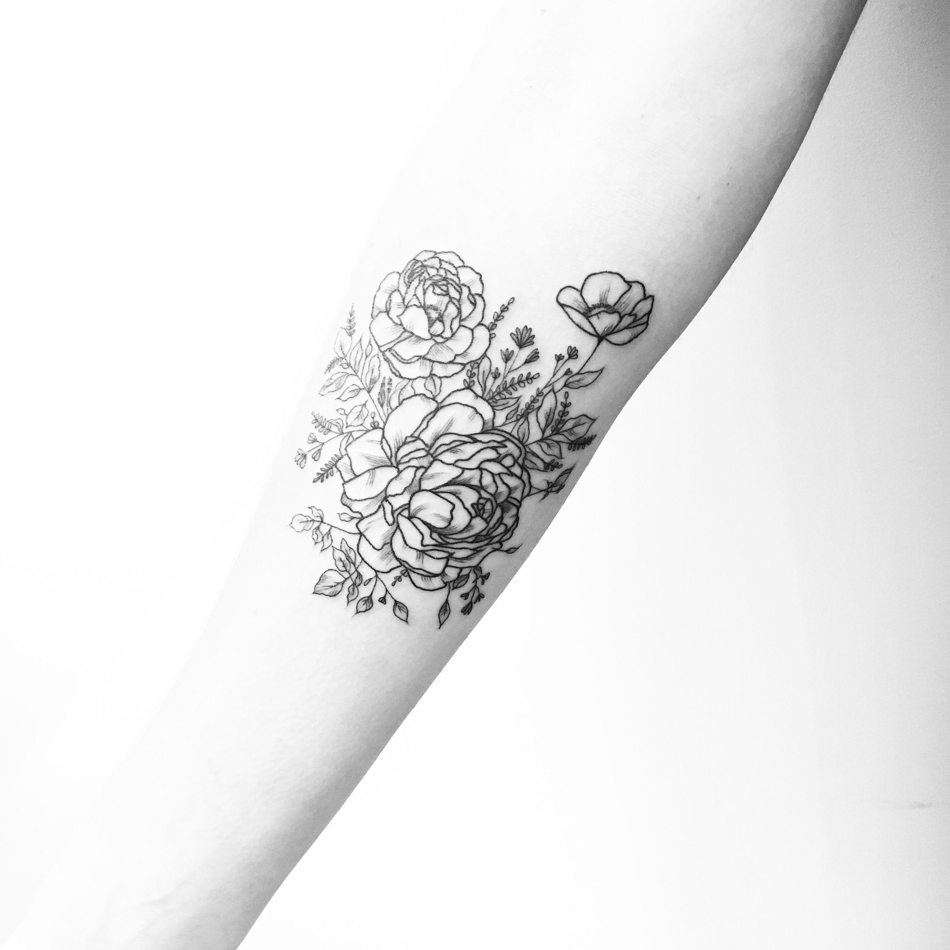 #carinsilver🌹at @lesmauxbleus #firsttattoo #tattoo #fineline #fineliner #fineliner #tats #tattooparis #paris #ink #inked #instaink #inkedlife #instagram #bw #blackwork #blackworkers #blackandwhite #blackworktattoo #instatattoo #instainked #tatouee #tatouage #flowertattoo #lemarais #flowers #fleurs #triangletattoo #dotstattoo