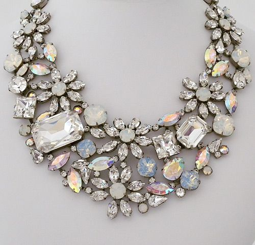 Who doesn't love a statement necklace