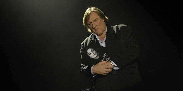 Déjà, en 2007, Gérard Depardieu rendait hommage à Barbara pour les dix ans de sa mort (ici au Théâtre Mogador, pour un documentaire de France 5)