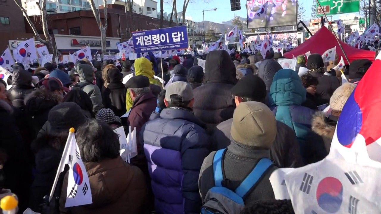 [1-14 탄기국 대학로 집회] 윤상현 의원, 사죄 큰 절 올리고 연설