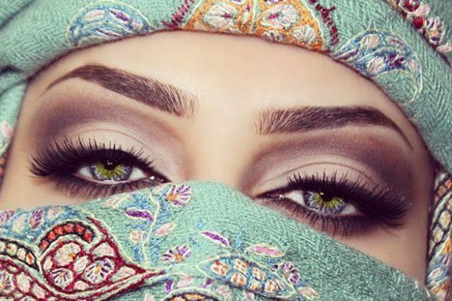 تعرفوا على العمانية صاحبة أجمل عيون في العالم Charming Eyes Arabian Women Eye Make Up