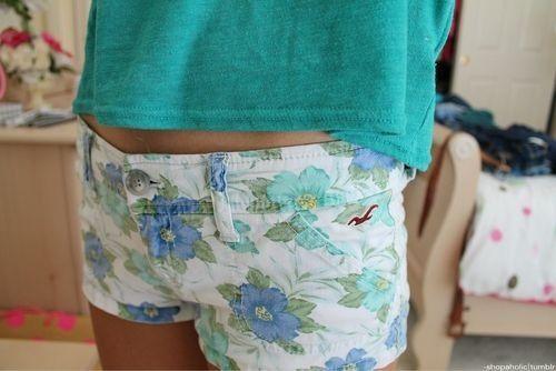 floral hollister shorts. ♡