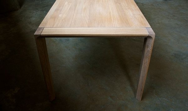 Esstisch aus Holz bezaubert mit zeitlos elegantem Design