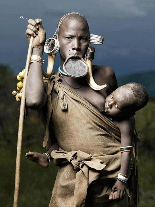 women breastfeeding African