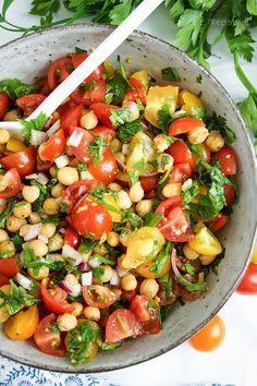 Knuspriger Kichererbsen-Tomaten-Salat (vegan + glutenfrei)