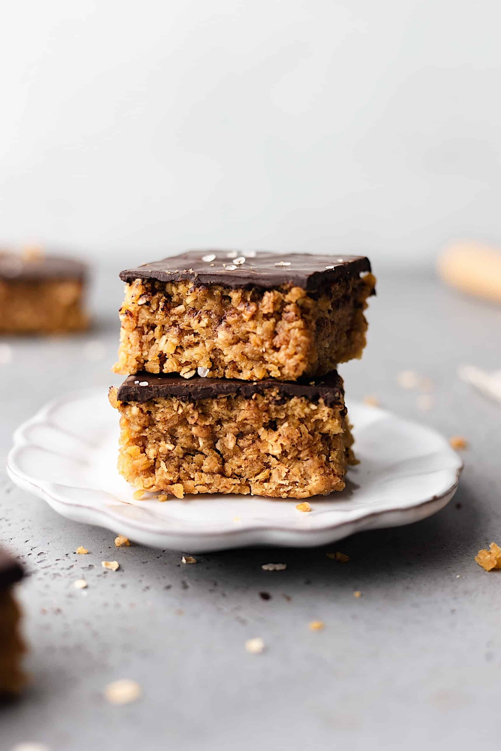 Vanilla Coconut And Chocolate Flapjacks Cupful Of Kale Recipe In 2020 Chocolate Flapjacks Chocolate Recipes Vegan Dessert Recipes