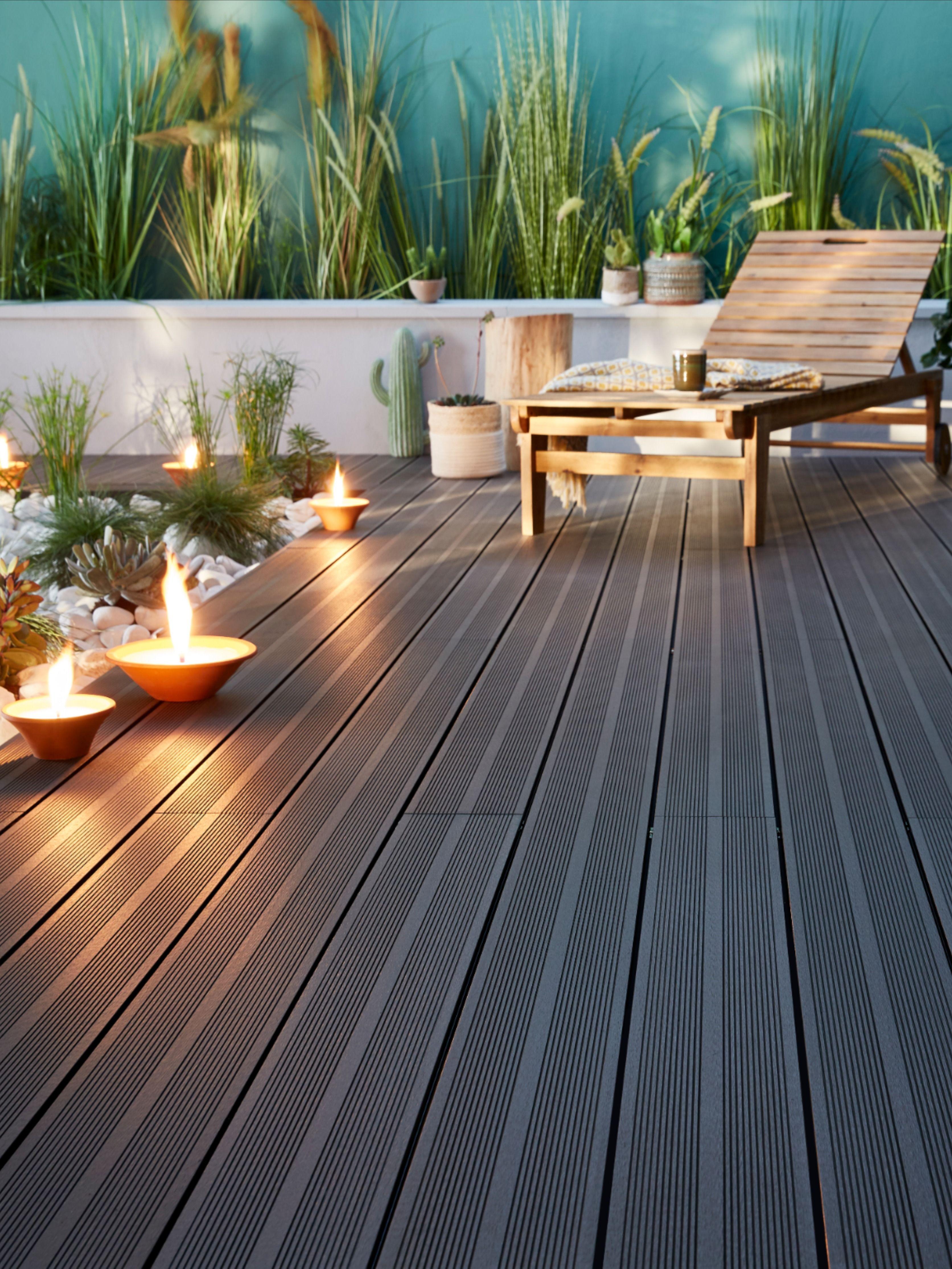 Aussi Zen Que Contemporaine Les Lames En Composite Anthracite Octroient A Votre Terrasse Style E Lame De Terrasse Composite Lame Terrasse Terrasse Jardin Bois