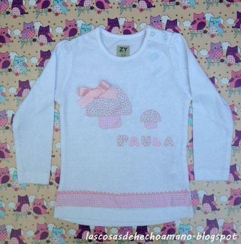 Camiseta de niña, en tonos rosa pastel. http://lascosasdehechoamano.blogspot.com.es/