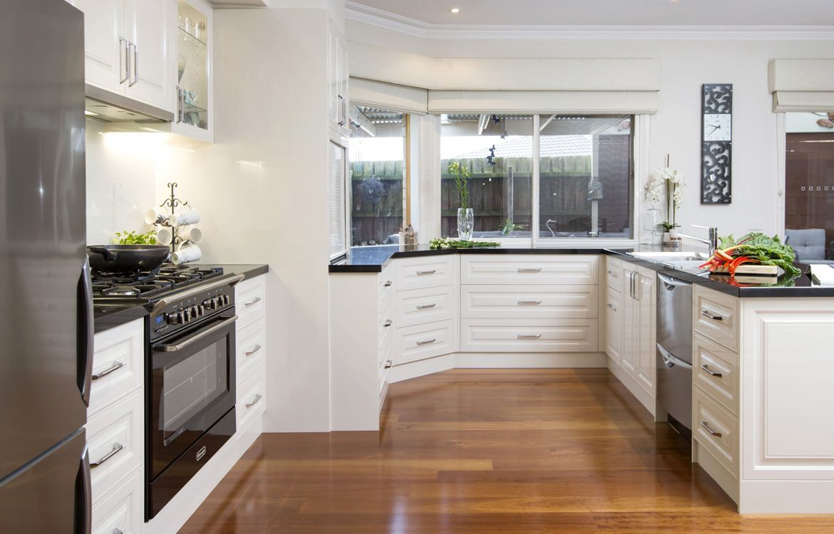 Traditional Style Kitchen Design. Albedor Michelle with Accent line ...
