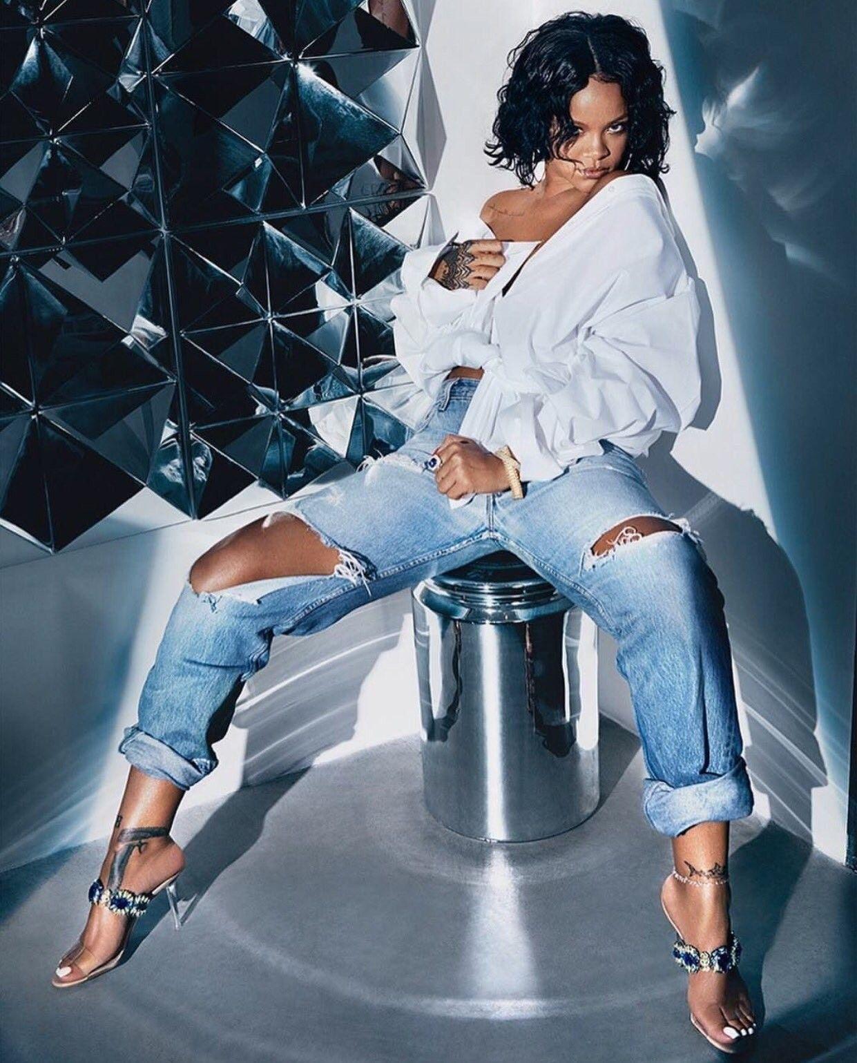 accebee6b91d Rihanna.