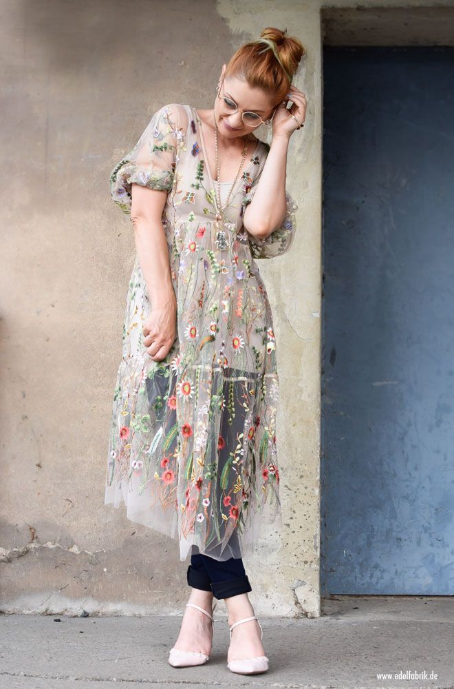 Transparentes Tüllkleid bestickt mit Blumen / So stylst Du ...