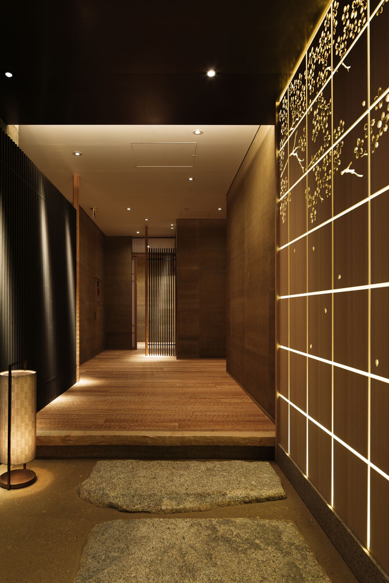 Japanese Foyer Design : Wadakura entryway to japanese style private dining area