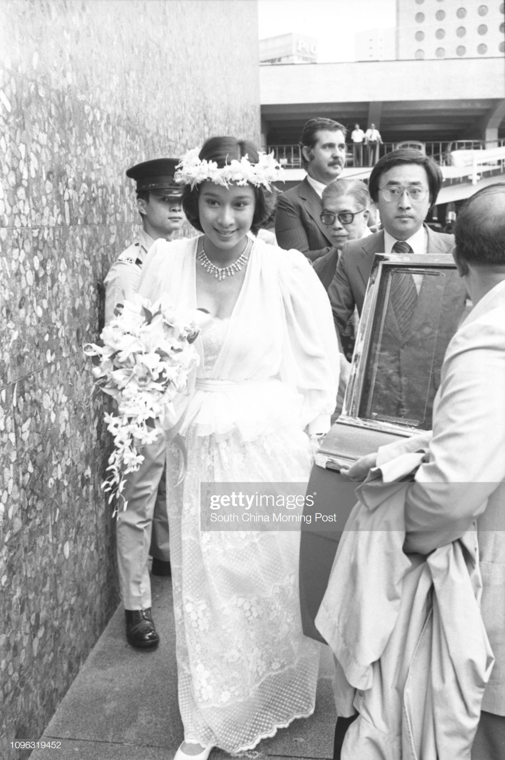 Former Miss Hong Kong Loletta Chu Ling Ling Arrives At The City Hall Asian Wedding City Hall Hong Kong