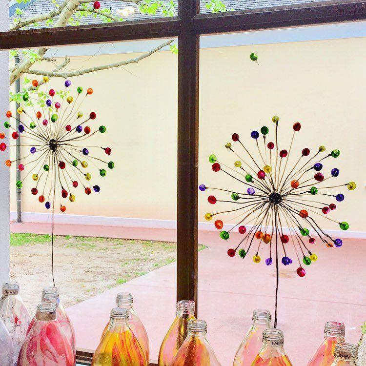 """Magdalena Pädagogin on Instagram: """"Pusteblume ⠀ Wir haben unsere Fenster im Kindergarten neu geschmückt. Dieses Mal mit Pusteblumen! Ich habe sie mit einem…"""""""