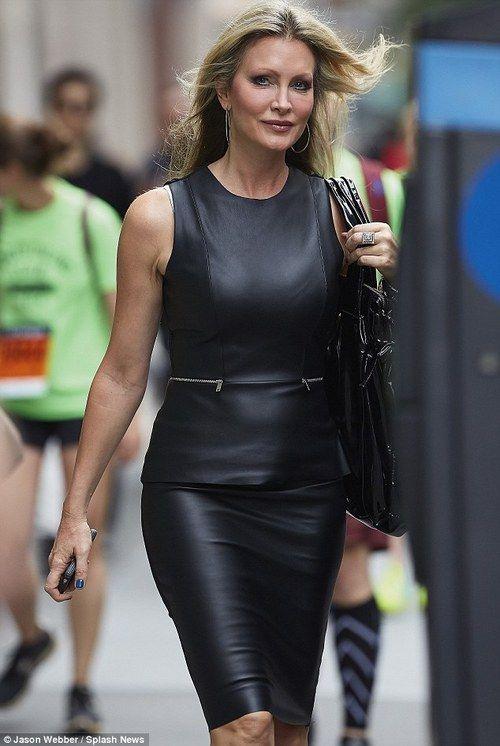 Pin auf Dominant women with handbags