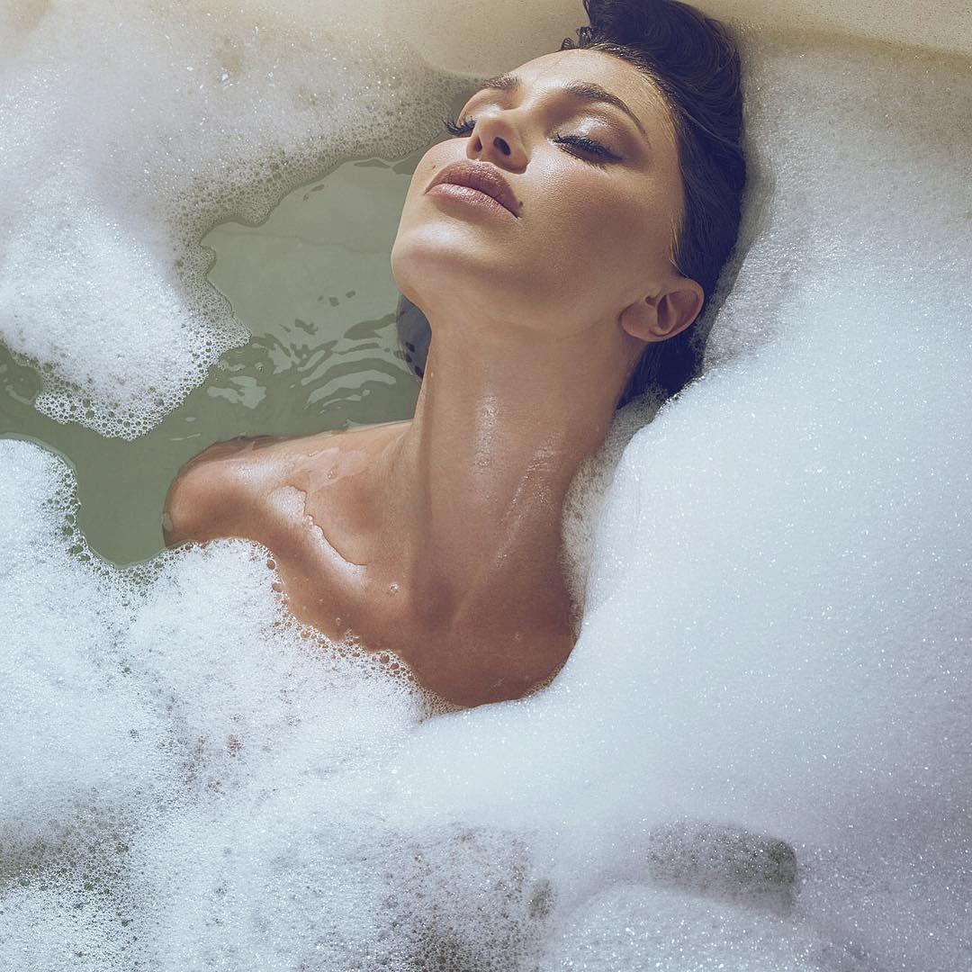 Belen rodriguez nuda nella vasca da bagno fan in delirio - Bagno nella nutella ...