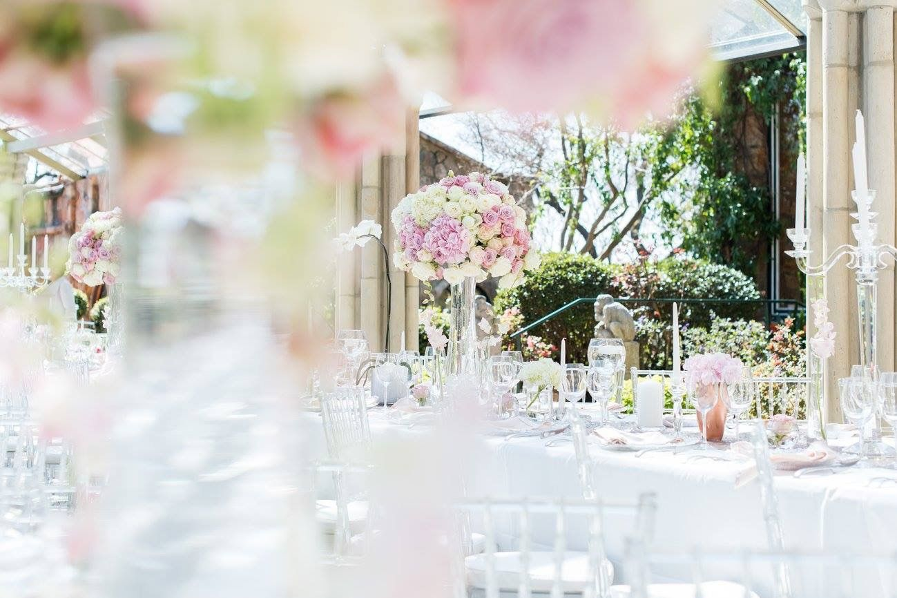 romantic and lush white and blush pink flower centerpieces using rh pinterest com Blush Pink Hydrangea Wedding Bouquet Pale Pink Peonies Flowers