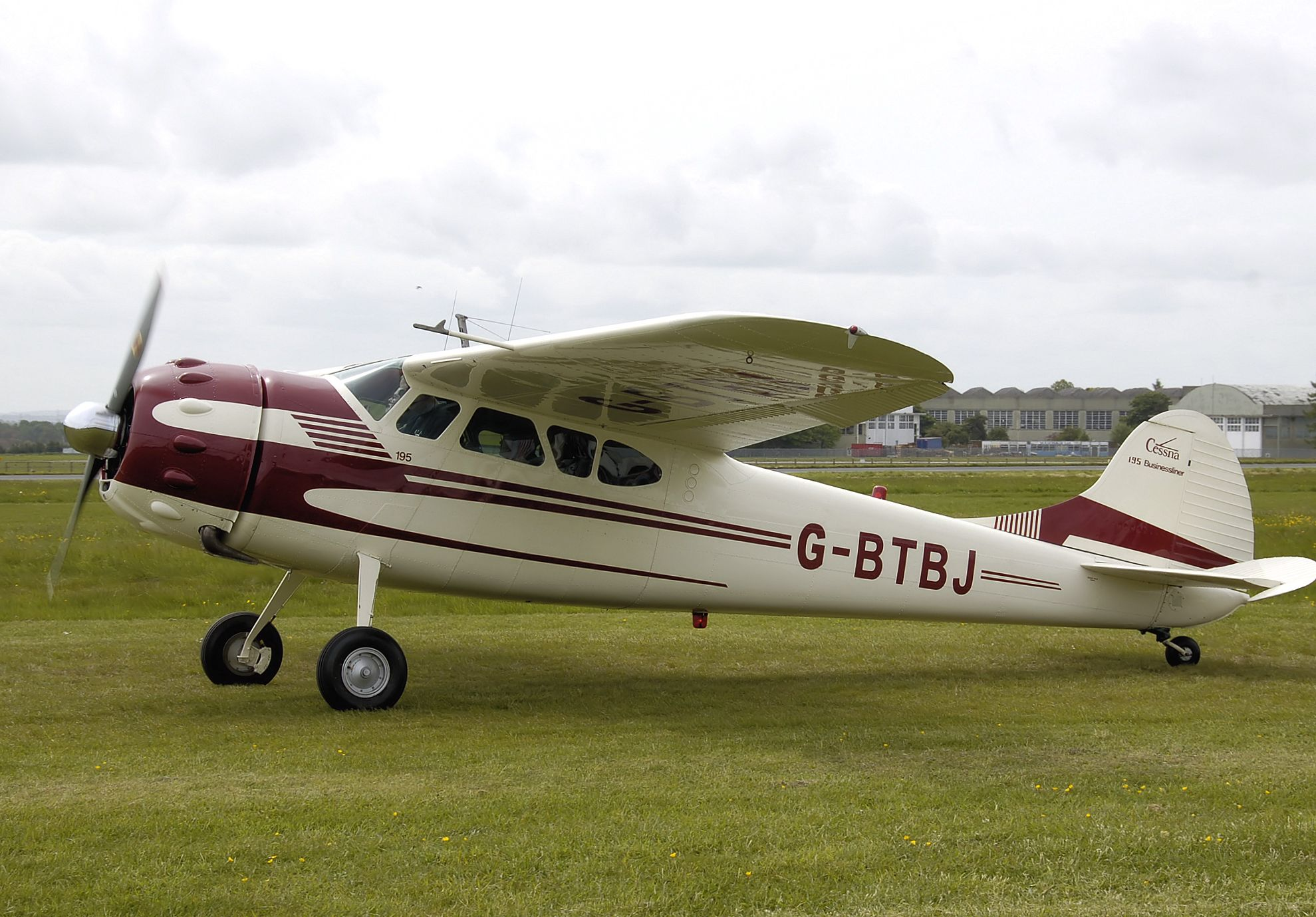Cessna 195 - Engine Type - Jacobs R-755-A2, 300 hp   Planes
