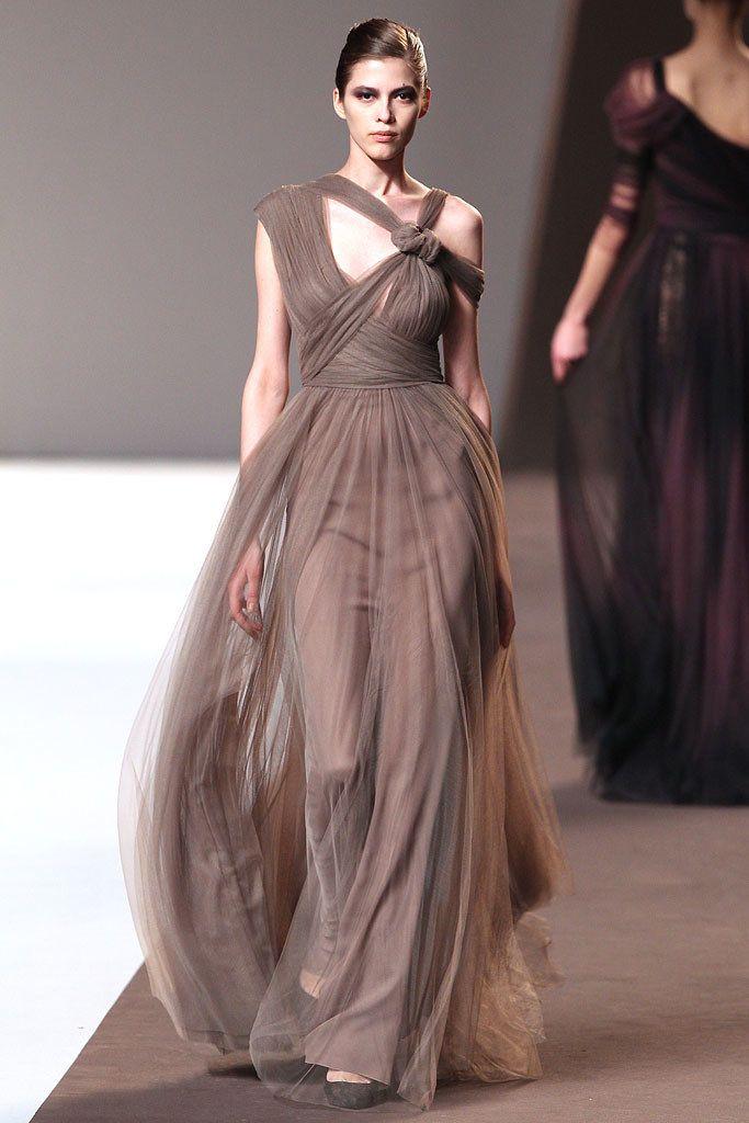Elie Saab Fall 2010 Ready-to-Wear Fashion Show - Yulia Kharlapanova (OUI)