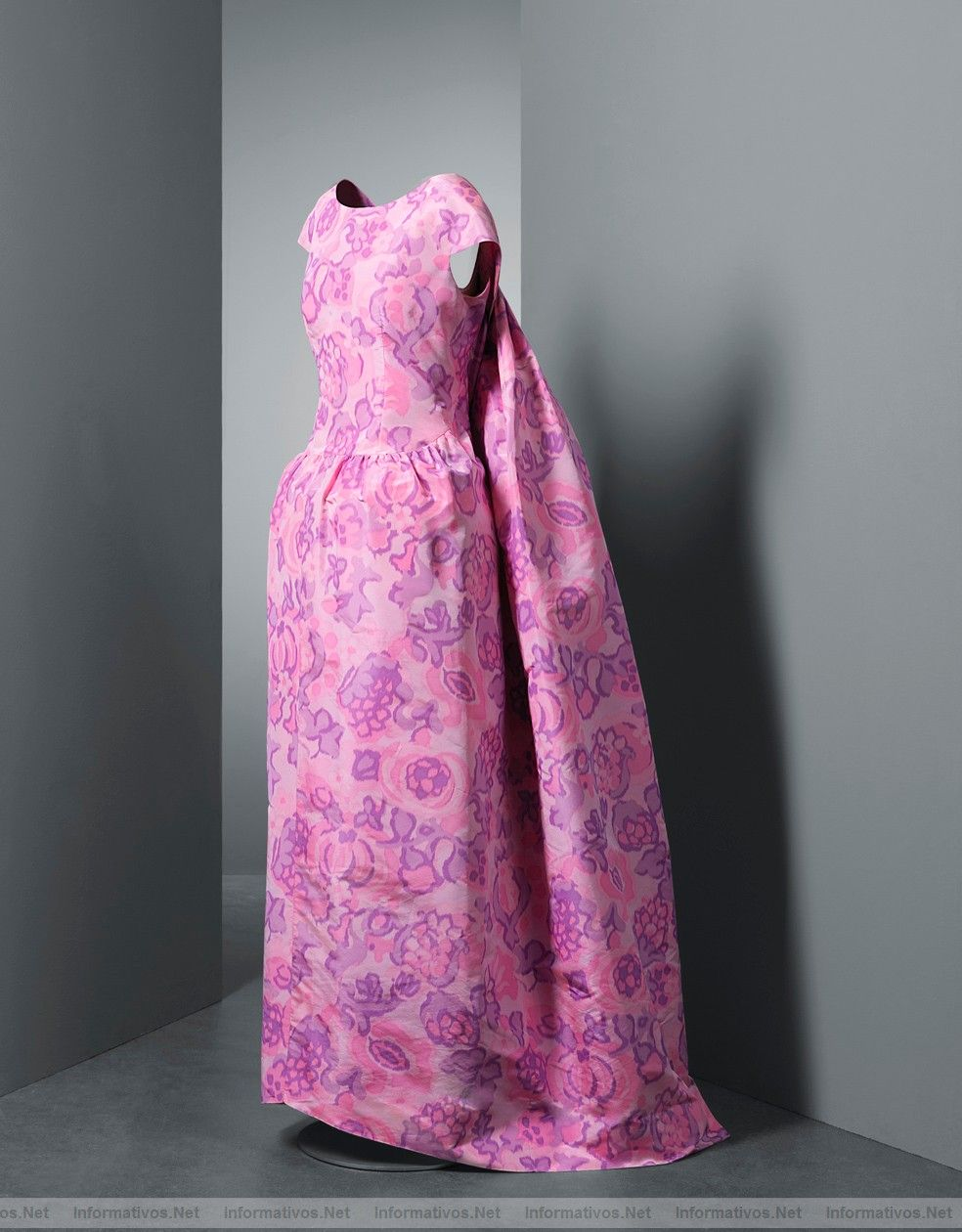 Vestido diseñador por Cristóbal Balenciaga en 1961 - Inspirado en el ...