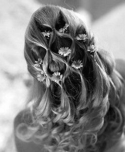 How pretty...down bridal curly hairstyle with daicy flowers.jpg