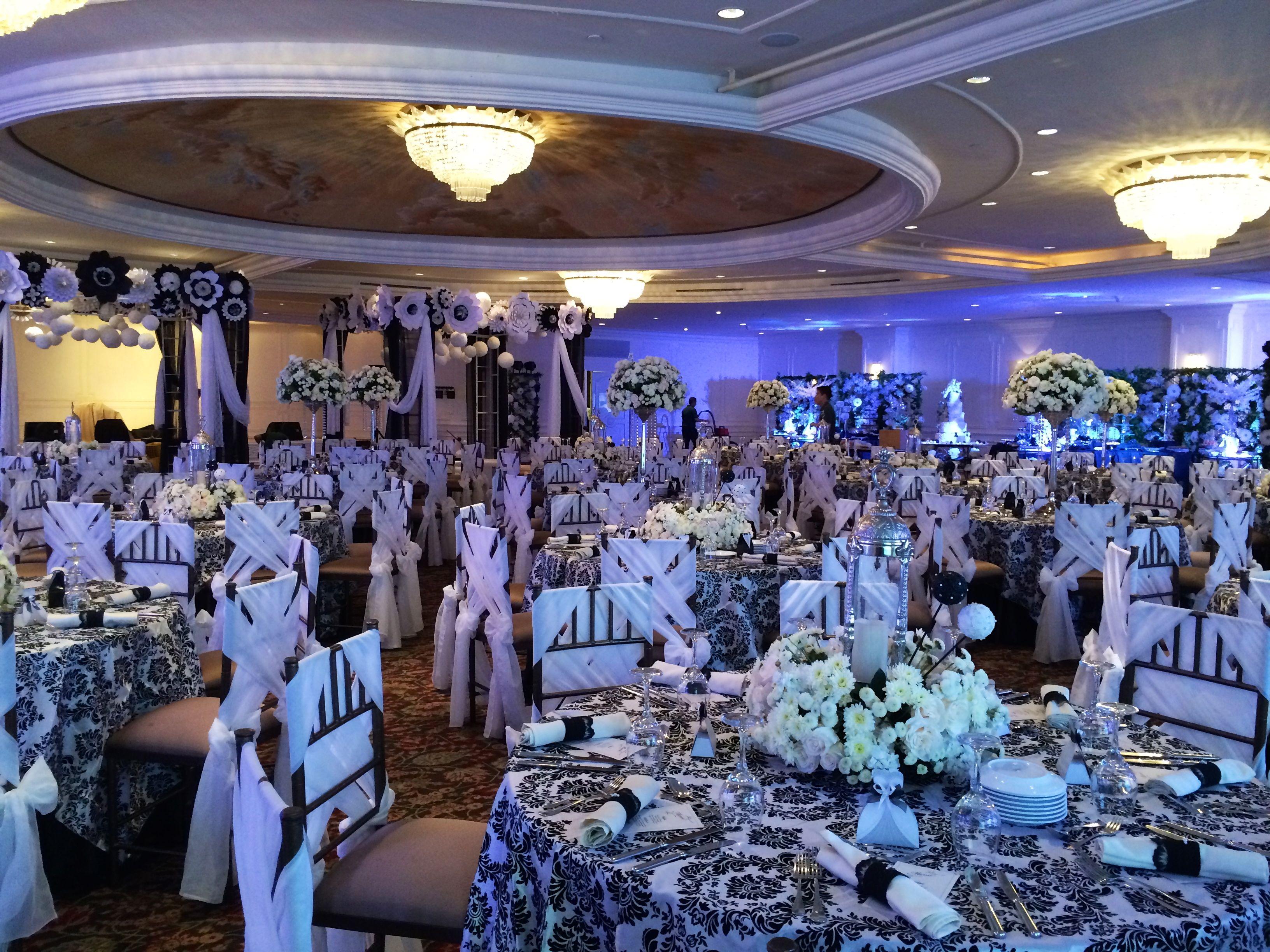 black white purple wedding reception%0A Black and White Wedding by Ana Maria Balda Decoraciones