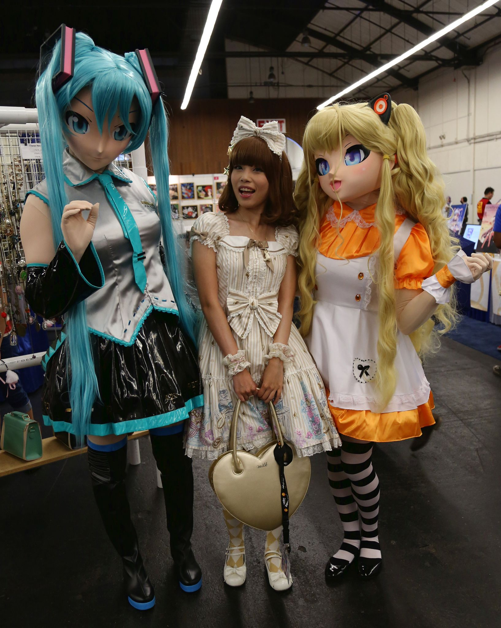 Hatsune Miku (初音ミク) and SeeU (시유, Korean), from the voice