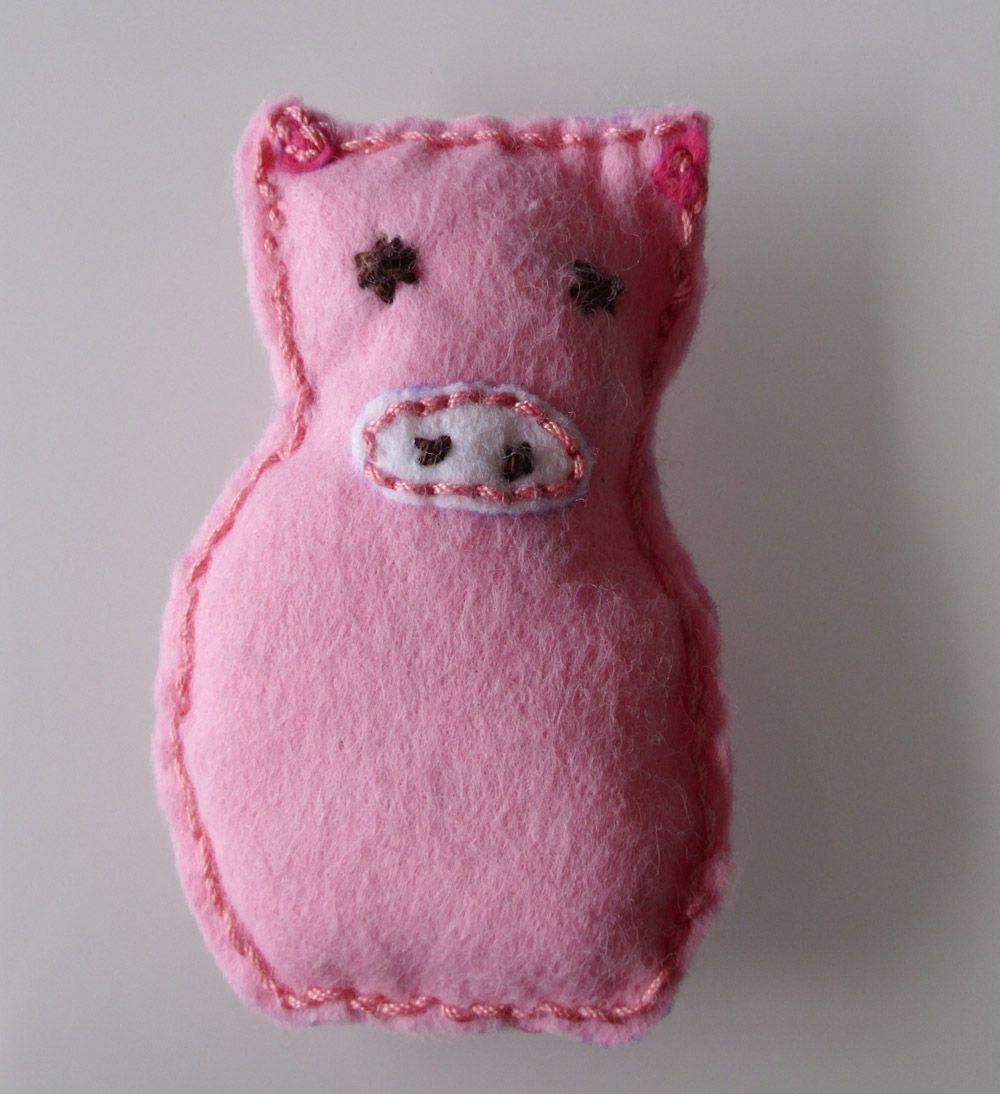 mini diy gl cksschweinchen aus filz gl cksbringer selbermachen gl cksschwein schwein. Black Bedroom Furniture Sets. Home Design Ideas