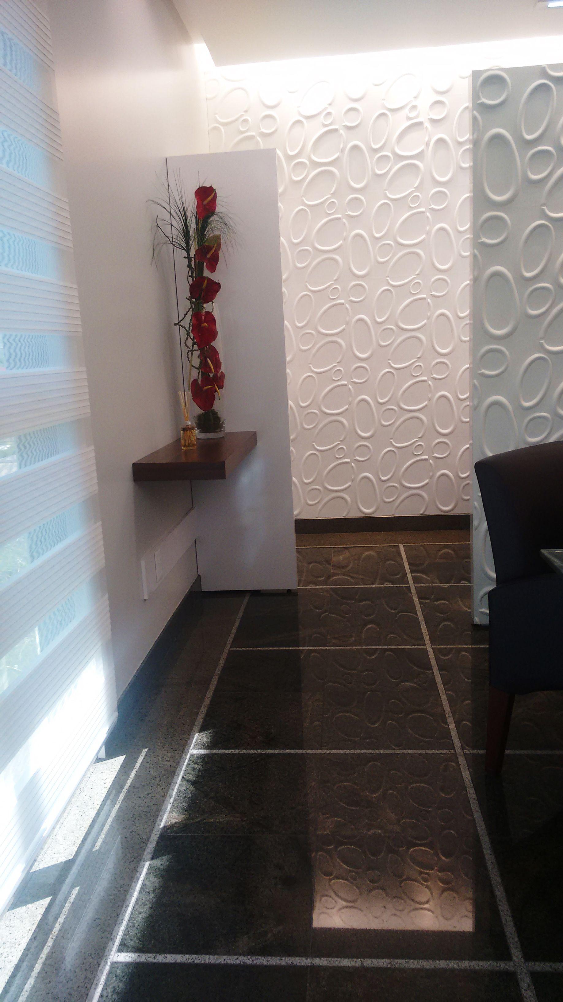 Sala de Atendimento - Ortopedia - Revestimento Goede - Iluminação Indireta - Lacca Branca - Nova Imbúia. Clínica Ortopédica - Francisco Beltrão - Paraná - Brasil.
