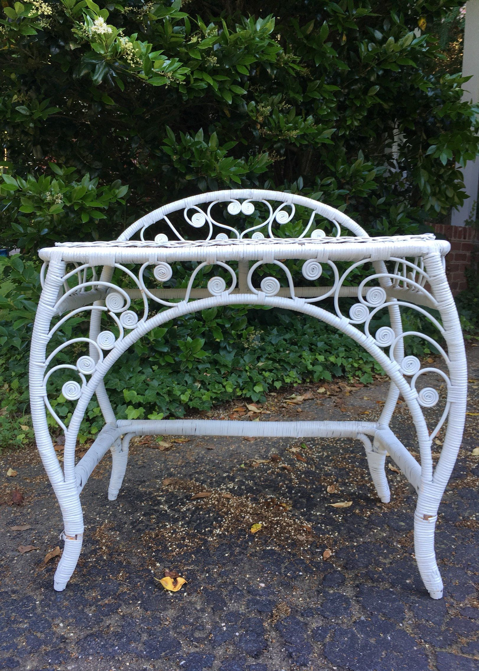 Tremendous Vintage White Rattan And Wicker Table Peacock Design Vanity Gmtry Best Dining Table And Chair Ideas Images Gmtryco