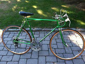 23f62b1ce50 Schwinn-Varsity-mans-vintage-1974-10-speed-road-bike-mens-green-racing-bicycle  I still have this bike in my basement!