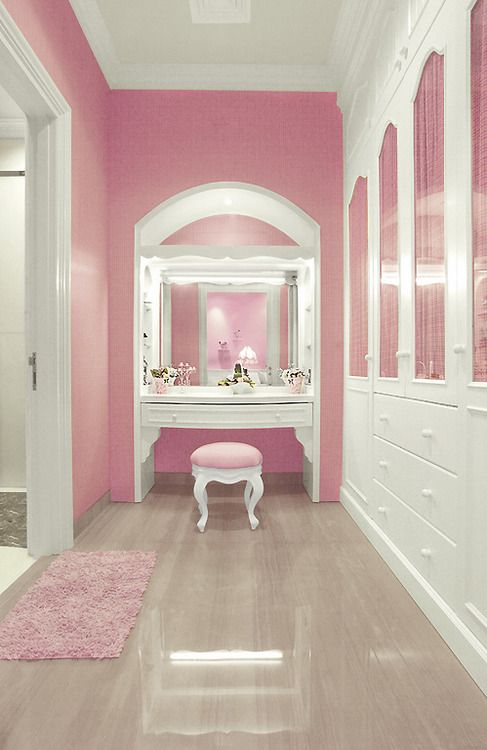 WOW! Look at this perfectly pink and white closet...FAB