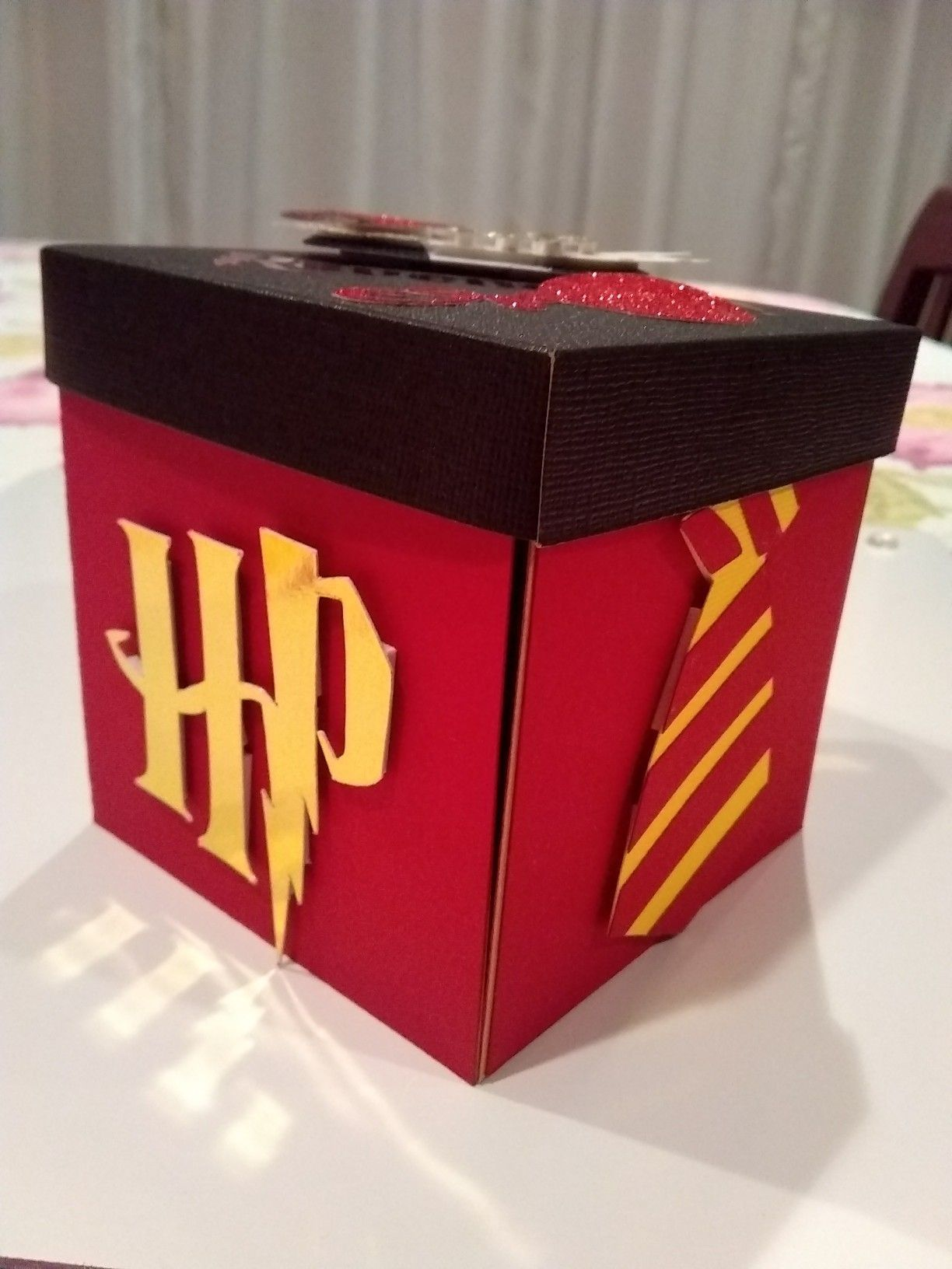 40 Diy Ideas To Make Your Bedroom Feel Bigger Pins Time Pinterest Blog Harry Potter Costumes In 2020 Harry Potter Valentines Harry Potter Gift Box Harry Potter Gifts
