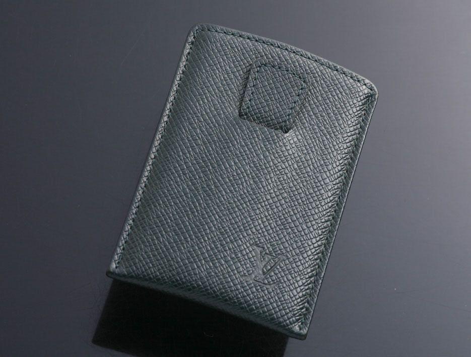 G6631m authentic louis vuitton taiga card case mens