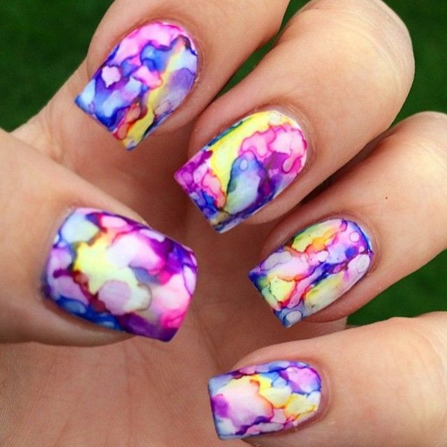 Apply white nail or gel polish. Scribble with a sharpie. Use regular old  rubbing alcohol and a brush and just dab it on until you're happy with the… - Apply White Nail Or Gel Polish. Scribble With A Sharpie. Use