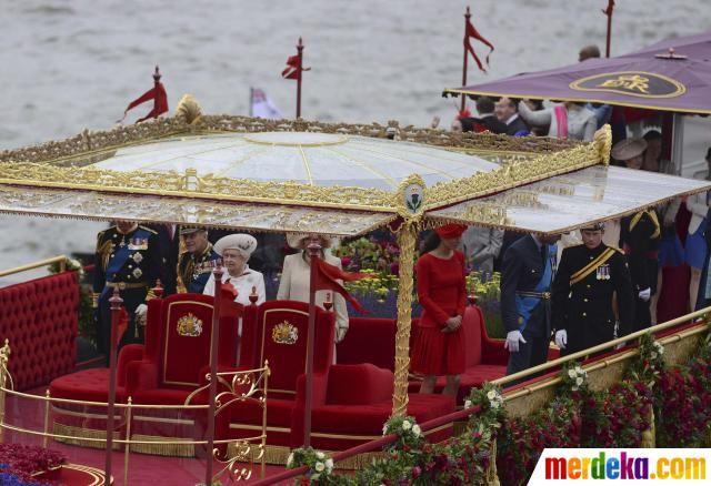 The Spirit of Chartwell perahu yang membawa keluarga kerajaan Inggris pada perayaan 60 tahun bertahtanya Ratu Elizabeth II.