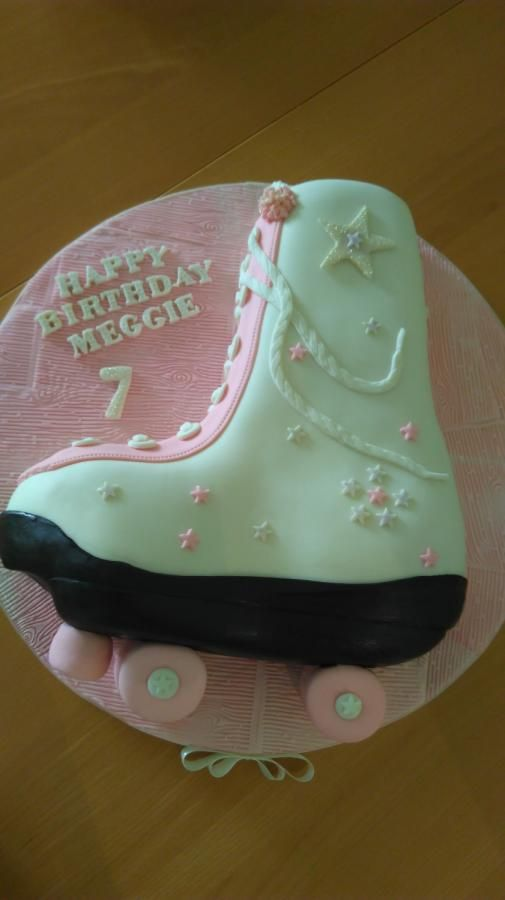 Winter Roller Blade Cake By Andrea Cute Desserts Gravity Defying Cake Cake