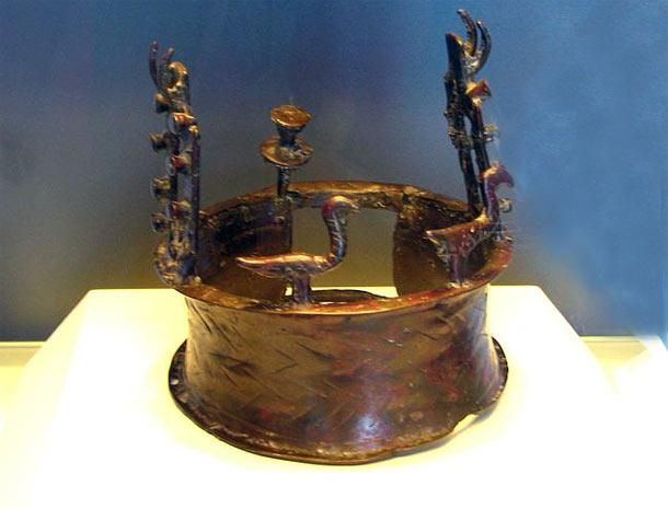 38a3739a08 The oldest known crown in the world, which was famously discovered in 1961  as part of the Nahal Mishmar Hoard, along with numerous other treasured  artifacts ...