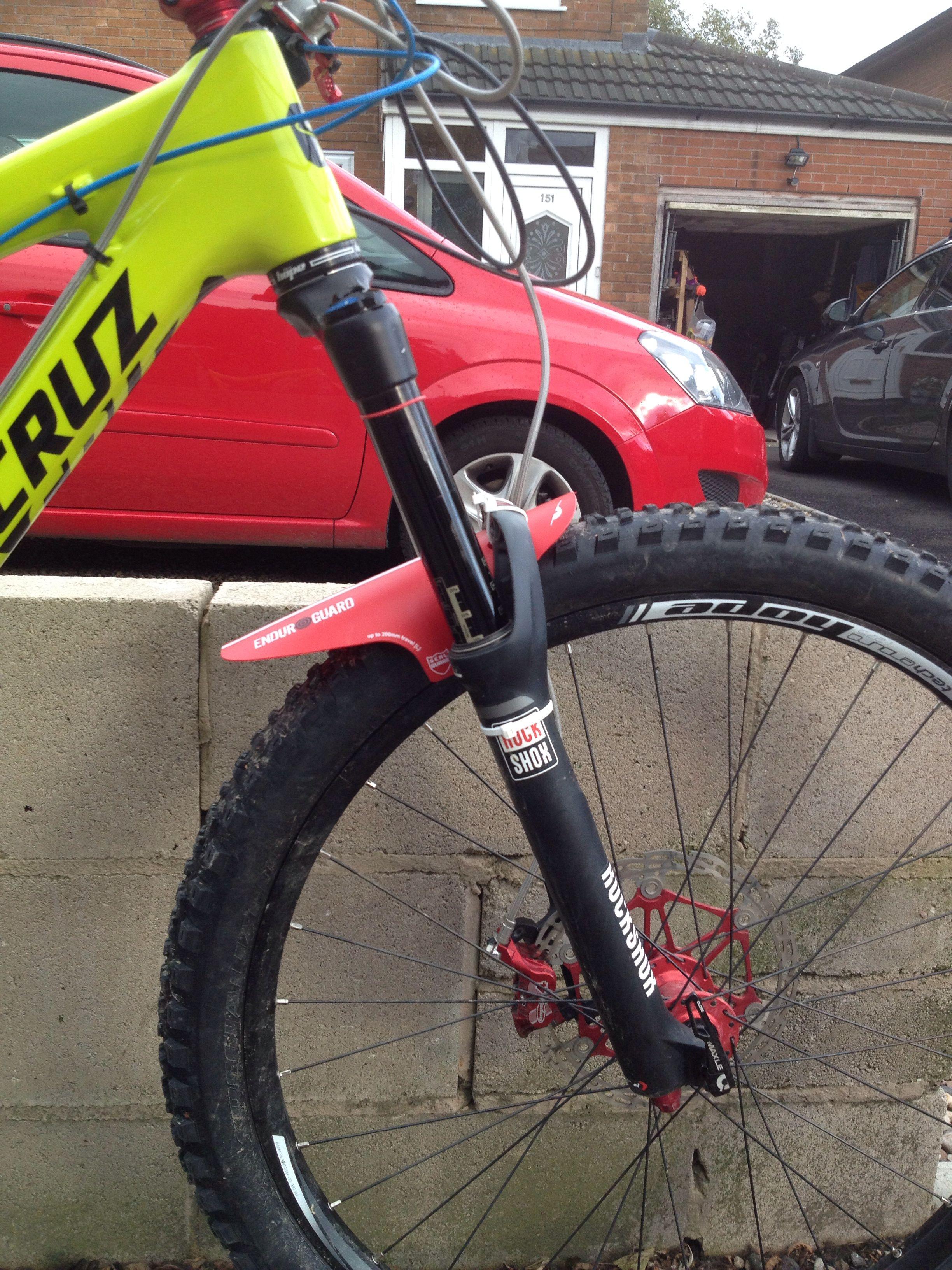 Enduro Mud Guard On My Santa Cruz Bronson Sepeda