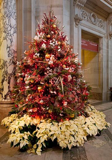 Smithsonian Holiday Decorations - This golden holiday tree is in the  rotunda of the Natural History - Smithsonian Holiday Decorations - This Golden Holiday Tree Is In The